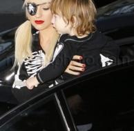 10_31_09_Christina Aguilera Trick or Treat_christina_halloween_01_2.jpgNUMBER.jpg