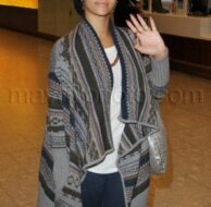 11_27_2009_Rihanna Arrives at Heathrow_1.jpg