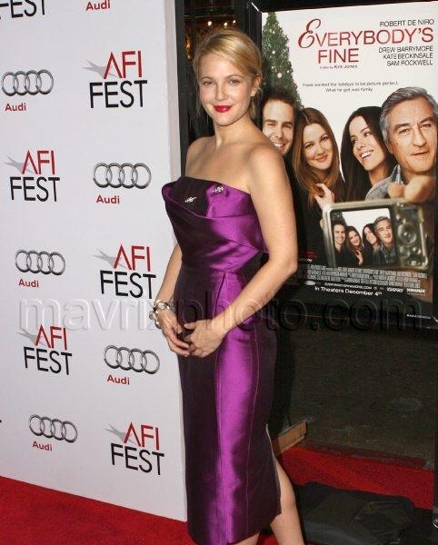11_04_2009_Drew_Barrymore_Kate_Beckinsale_Everybodys Fine Premiere_1.jpg