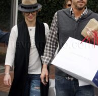 12_02_2009_Britney Spears Birthday Shopping_2.jpg