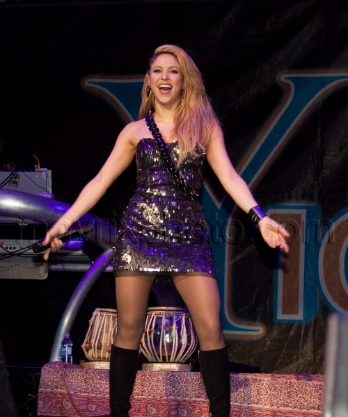 12_13_2009_1_Shakira_Jingle Ball Miami_2.jpg