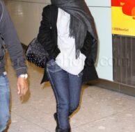 1_22_10_Rihanna Heathrow_46.jpg