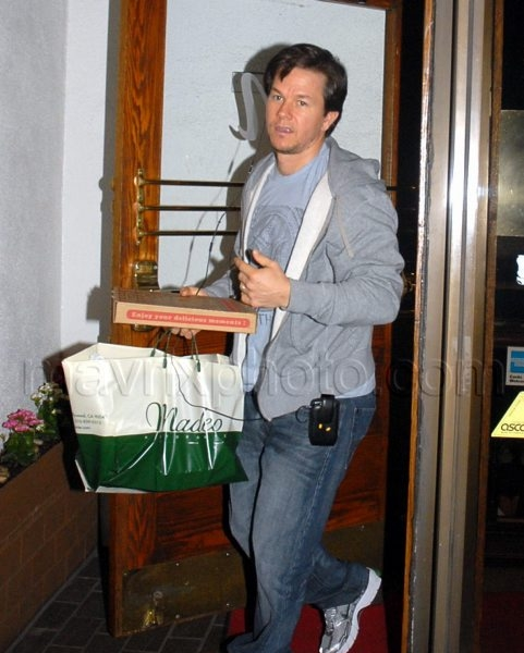 01_13_2010_Mark Wahlberg Car Trouble_1.jpg