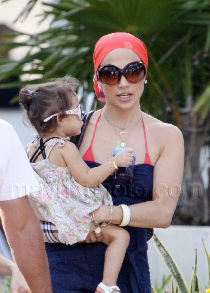 1_22_10_J Lo and Kids Miami_51.jpg
