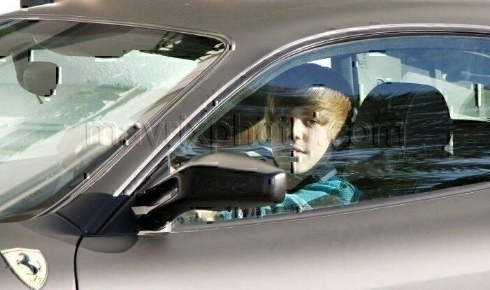 2_8_10_Justin Bieber Ferrari F430_2.jpg