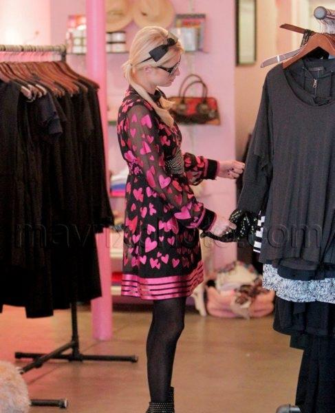 02_23_10_Paris Hilton Beverly Glen Market_0.jpg