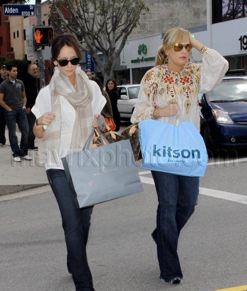 03_07_2010_Jennifer Love Hewitt Shopping Day_1.jpg