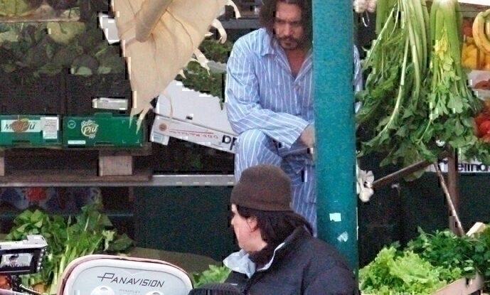 03_16_10_Johnny Depp on Tourist Set_25.jpg