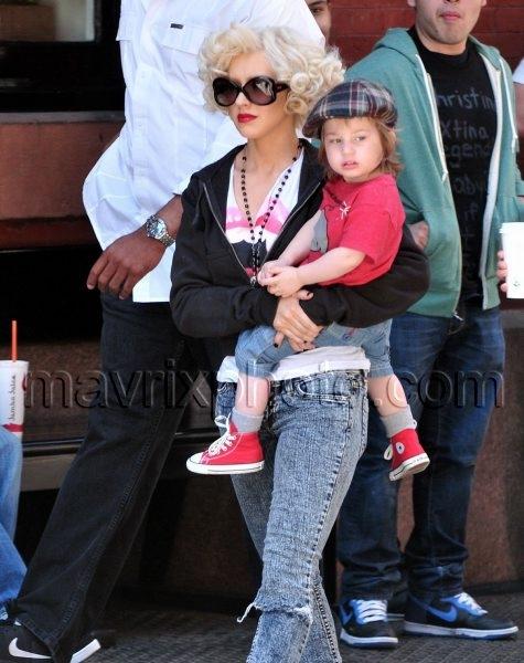 5_7_10_Christina Aguilera Ambassador_1.jpg
