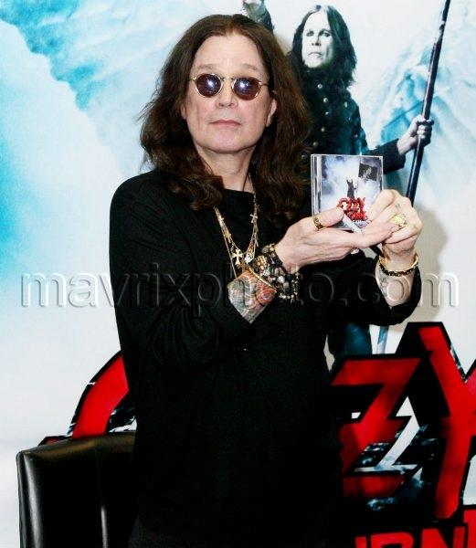 6_21_10_Ozzy Osbourne Album Signing_279