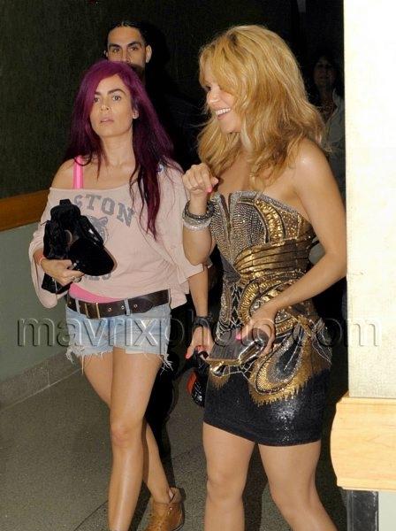 7_16_10_Shakira Goes Barefoot_1