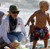 8_30_10_Gwen Stefani Sons Beach_3