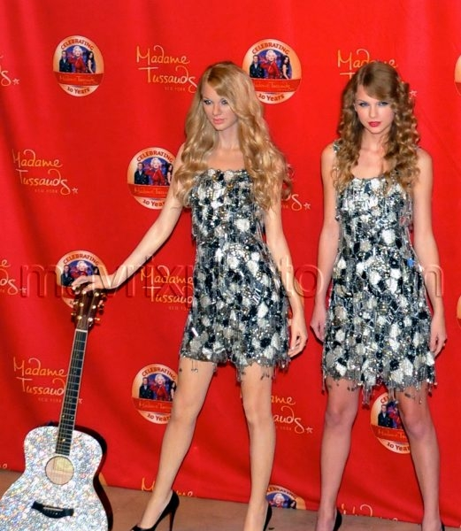 10_27_10_Taylor Swift Madame Tussauds_1