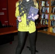 12_2_10_hilary-duff-book-signing_1