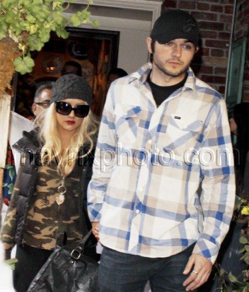 12_31_10_Christina Aguilera Ivy_1