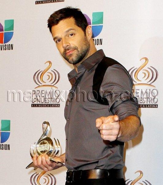 2_19_11_latin-music-awards_37
