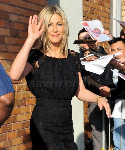 Jennifer Aniston Stewart_6_28_11_02