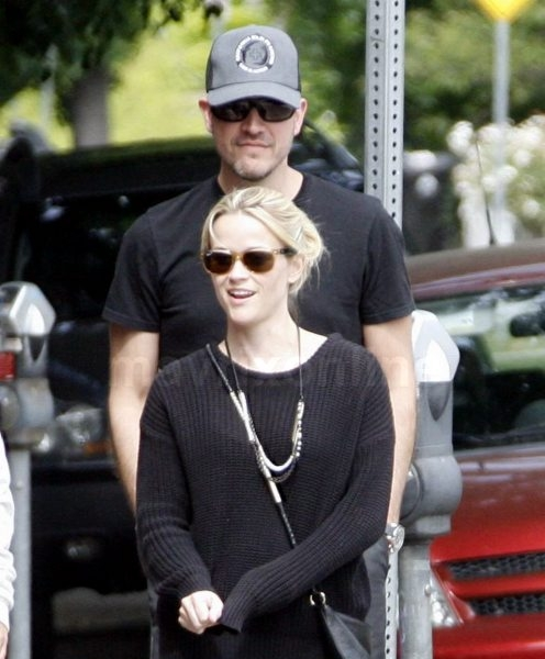 Reese Witherspoon Hubby Lunch_6_5_11_177