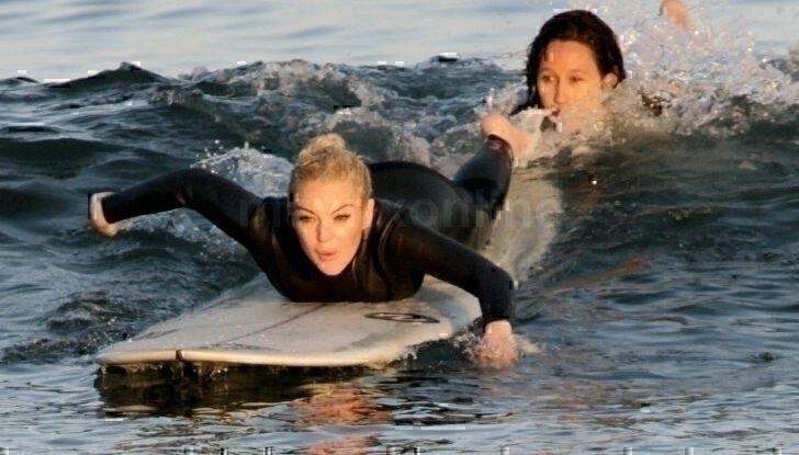Lindsay Lohan Surfing_8_16_11_01