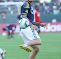 LA Galaxy Shut Out Chivas 1-0_10_17_11_01