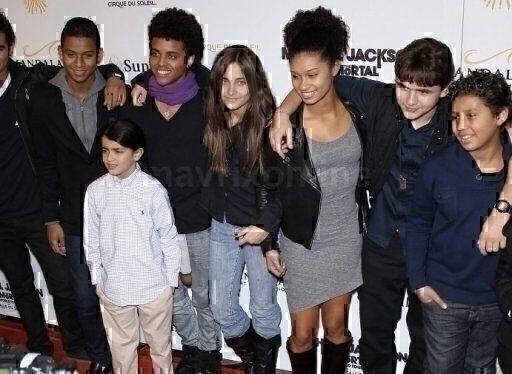 MJs Children At Immortal Tour Vegas_12_04_11_01