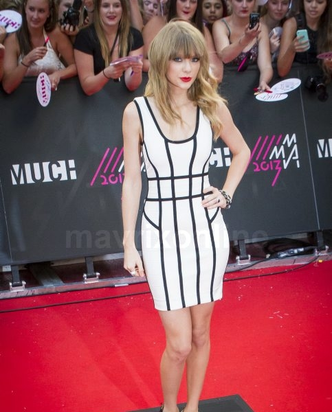 2013-muchmusic-video-awards-arrivals_06_17_13_01