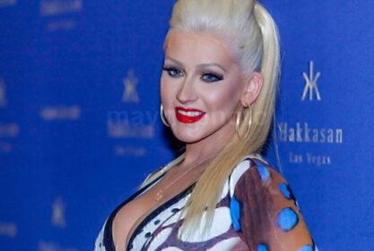 Christina Aguilera Looks Hot